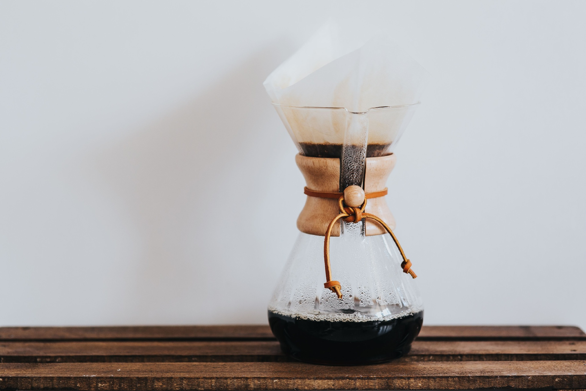 https://addressrealestate.com/media/images/blogs/24/2/b_kaboompics-pouring-hot-water-in-chemex.jpg