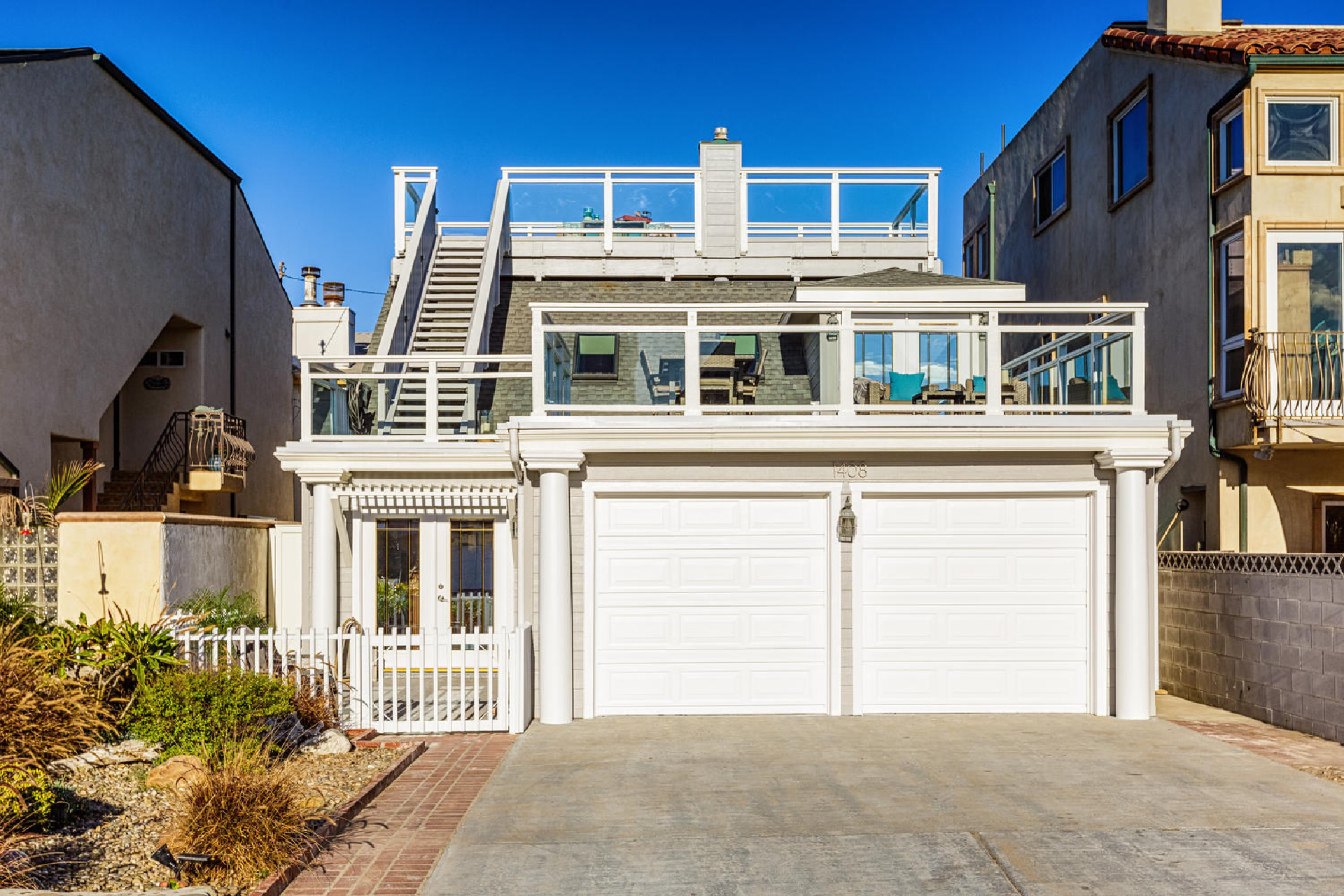 http://addressrealestate.com/media/images/blogs/38/2/b_28-1408-ocean-dr-oxnard-ca-93035-mls-size-025-24-front-of-home-1500x1000-72dpi.jpg