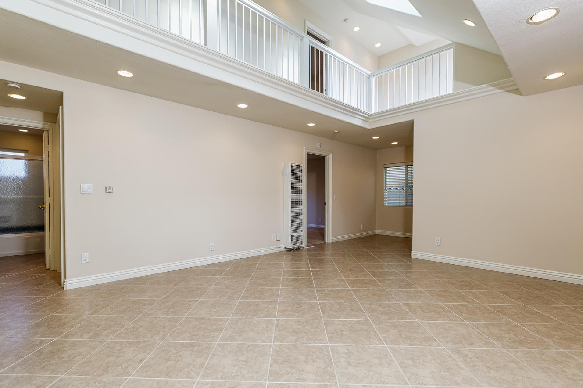 http://addressrealestate.com/media/images/blogs/38/2/b_4-1408-ocean-dr-oxnard-ca-93035-mls-size-002-10-living-area-1500x1000-72dpi.jpg