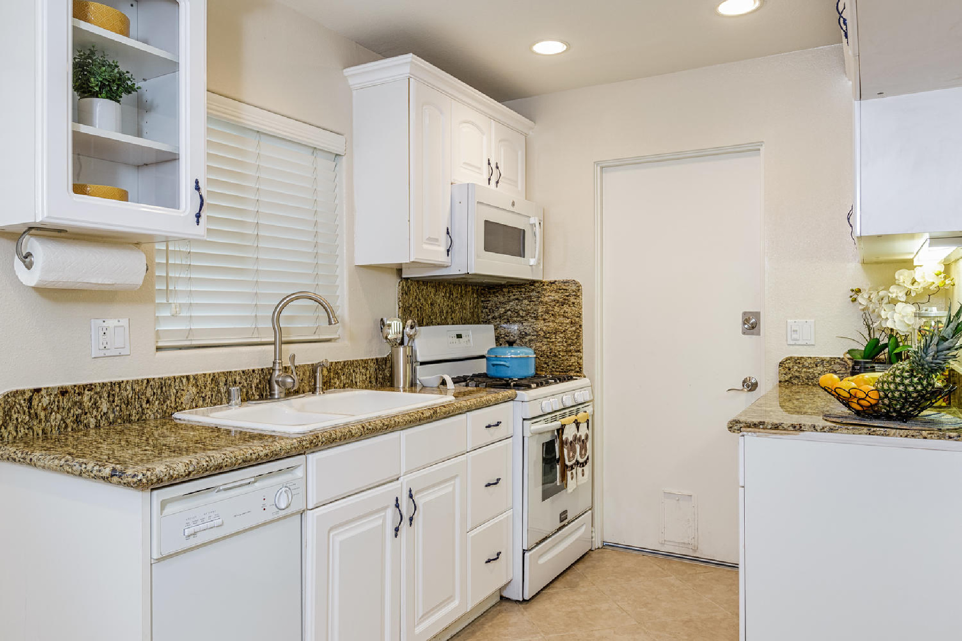 https://addressrealestate.com/media/images/blogs/38/2/b_7-1408-ocean-dr-oxnard-ca-93035-mls-size-005-9-kitchen-1500x1000-72dpi.jpg