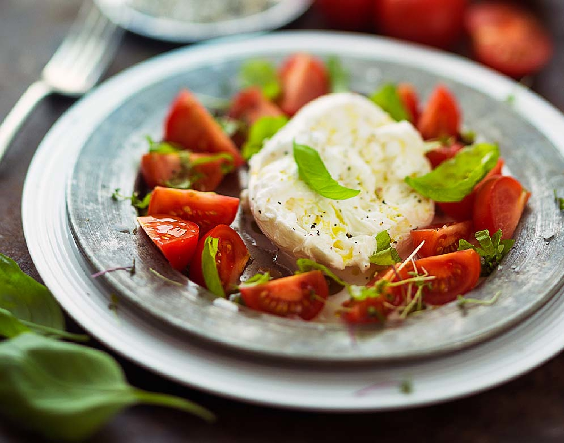 https://addressrealestate.com/media/images/blogs/80/2/b_heirloom-tomato-watermelon-and-burrata-salad-with-shiso.jpg