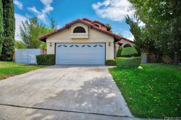 22625 Oxford Lane, Saugus CA: