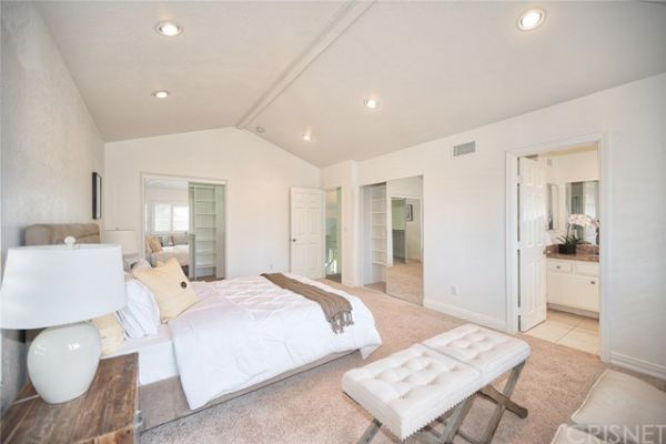 10868 Crebs Avenue, Porter Ranch CA: