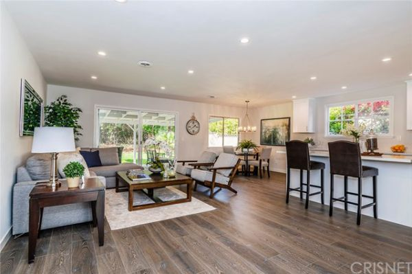 6451 Lederer Avenue, West Hills CA:
